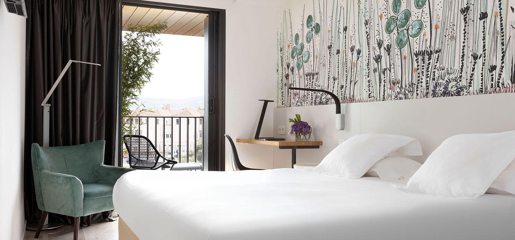 chambre-superieure-vue-mer-design-porto-vecchio